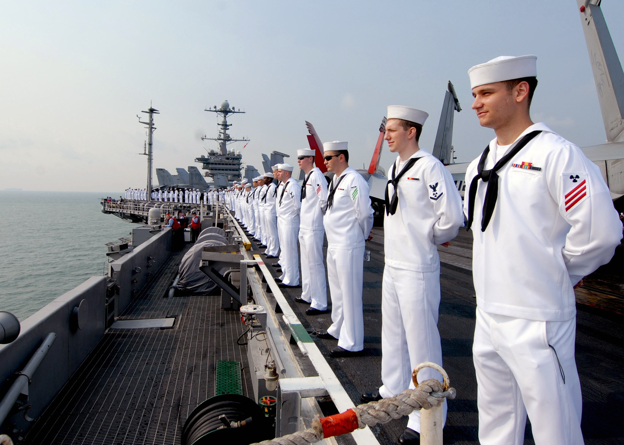 US_Navy_090802-N-6720T-045_Sailors_man_the_rails_aboard_the_aircraft_carrier_USS_George_Washington_(CVN_73)_while_underway_off_the_coast_of_Singapore