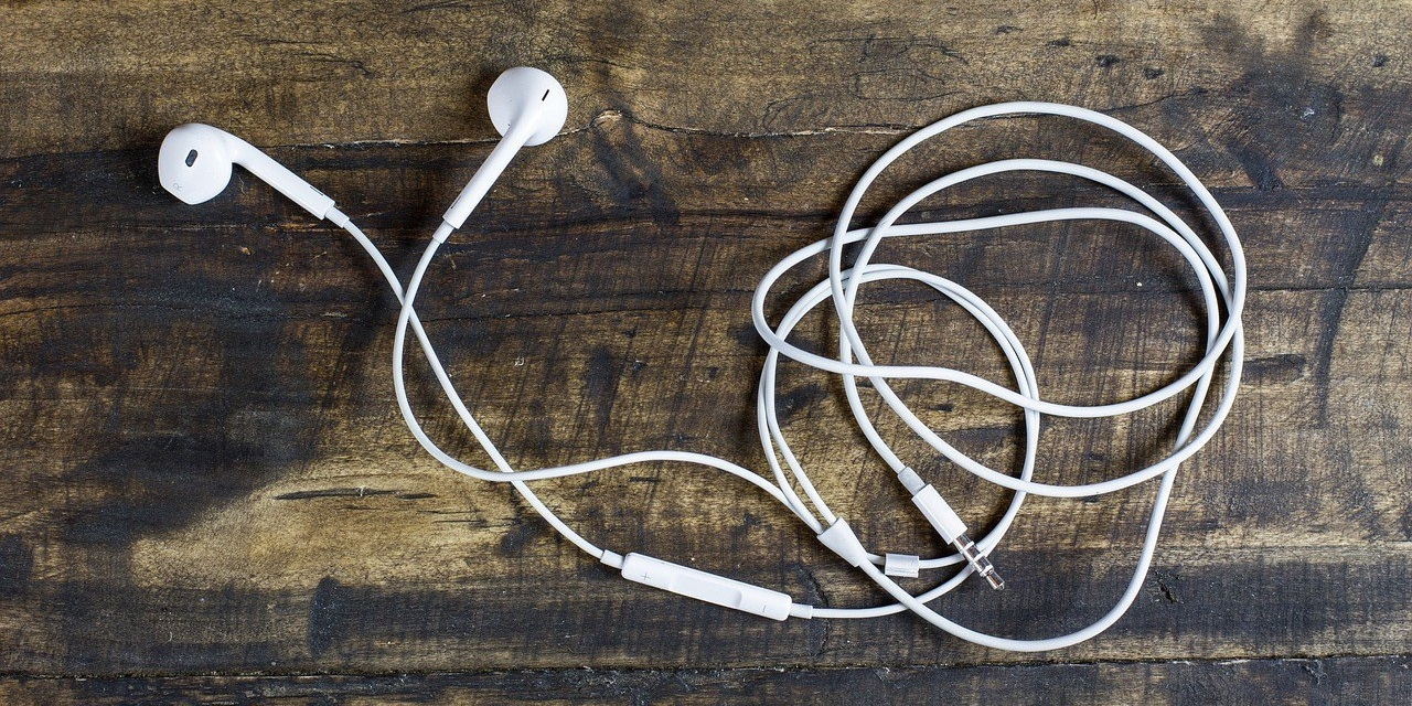 earbuds-593857-edited