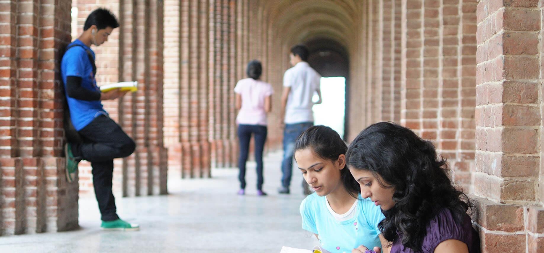 NitroCollege-Website-Title-Blog-Scholarships-11-5-813347-edited